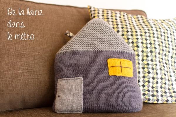 Coussin maison en tricot