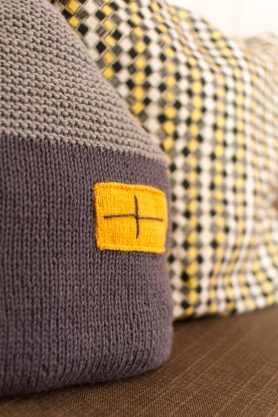 Coussin maison au tricot